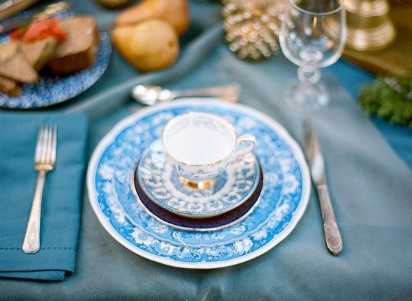 blue-white-table-luxury