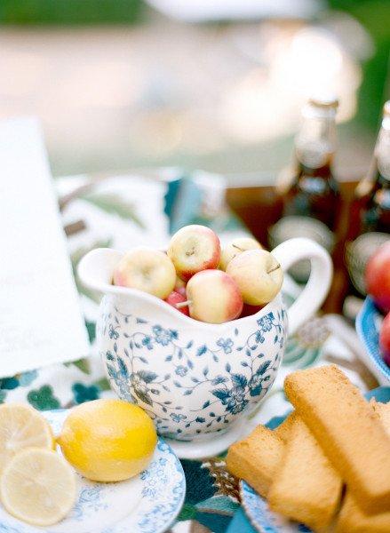 apples-Barnsley-blue-white
