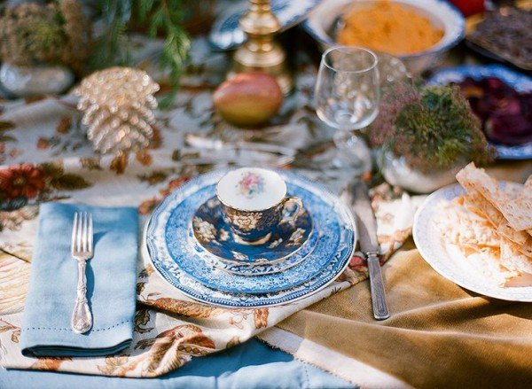 Blue-white-table-styling
