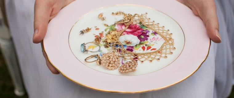 Bridal jewelry with plate