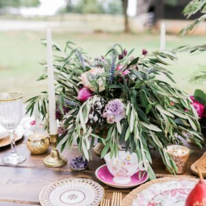 red wedding table rustic