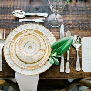 Luxury-gold-tablescape
