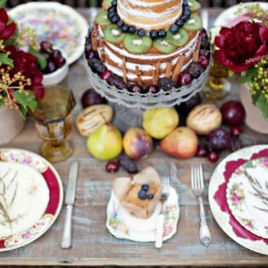 Red-rustic-tablescape-glenella