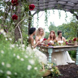 bridesmaids-lunch-rustic