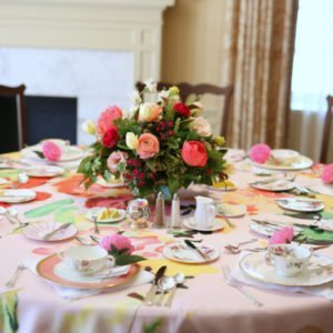 Bridal-shower-table-pink
