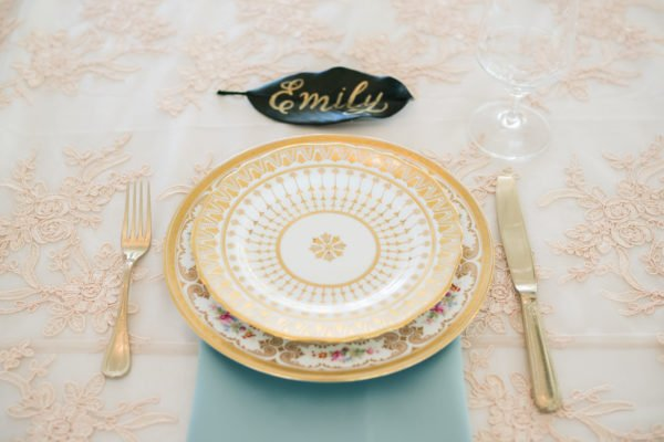gold-wedding-plates