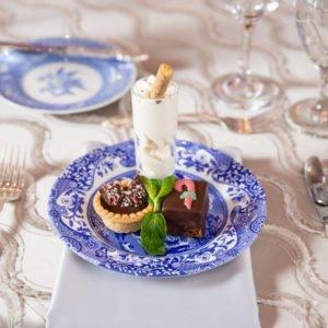 dessert-blue-white-plate