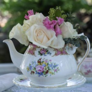 teapot-lady-carlyle-flowers