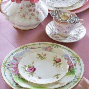 pink-linen-floral-tablescape